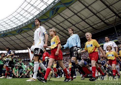 图文:德国VS阿根廷 德国队入场精彩瞬间