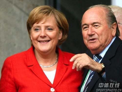 图文:德国VS阿根廷 德国总理默克尔观看比赛