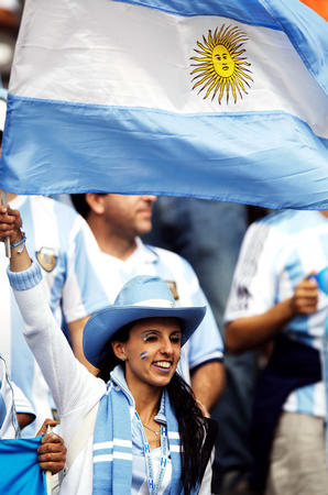 图文:德国VS阿根廷 阿根廷的球迷在等待比赛