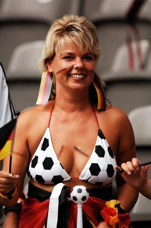 图文:德国VS阿根廷 德国队的球迷在等待比赛