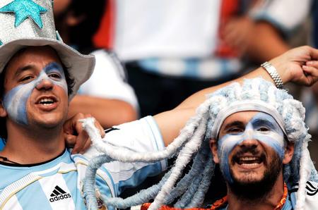 图文:德国VS阿根廷 疯狂的阿根廷队的球迷