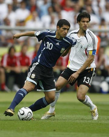 图文:德国VS阿根廷 里克尔梅比赛中带球突破