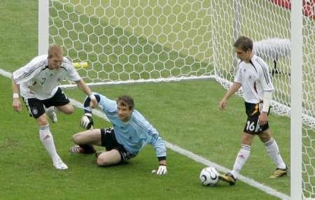 组图:德国VS阿根廷 阿亚拉头球破门