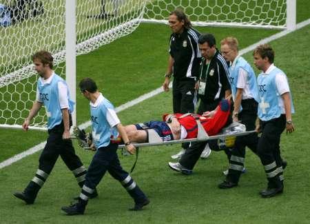 组图:德国VS阿根廷 阿邦丹谢里受伤下场