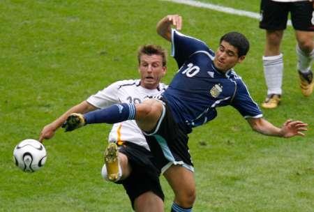 图文:德国VS阿根廷 里克尔梅空中飞踹