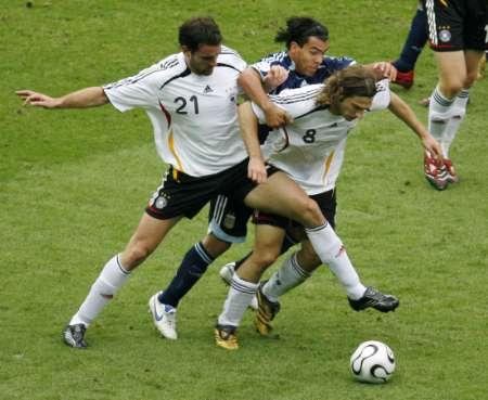 图文:德国VS阿根廷 德国球员全面封堵