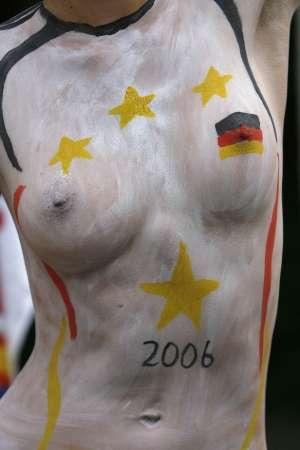 图文:德国VS阿根廷 德国球迷国旗式风采