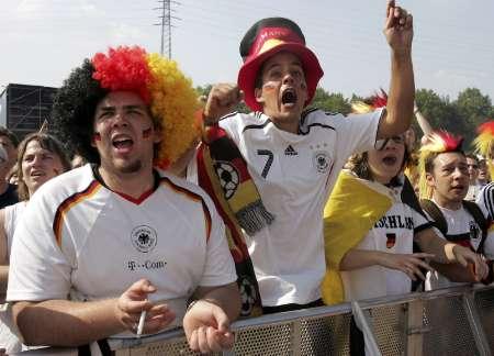 图文:德国VS阿根廷 德国球迷场外助威