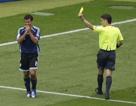 图文:德国VS阿根廷 马斯切拉诺被黄牌警告