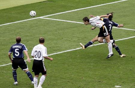 图文:德国VS阿根廷 克洛斯在比赛中进球瞬间