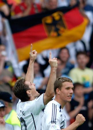 图文:德国VS阿根廷 克洛泽庆祝第五个进球