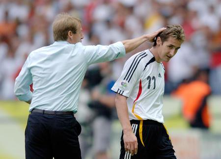 图文:德国5:3胜阿根廷 克洛斯收到主教练赞许