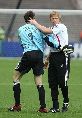图文:德国5-3胜阿根廷 两代门神相互庆祝