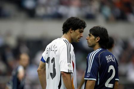 图文:德国5-3胜阿根廷 巴拉克针锋相对