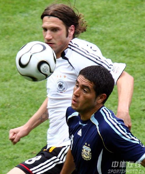 图文:德国5-3阿根廷 里克尔梅带球突破