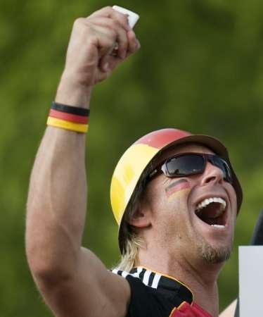 图文:德国5-3胜阿根廷 球迷高呼胜利