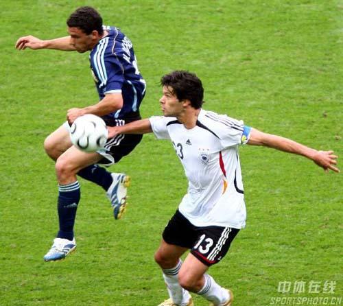 图文:德国5-3阿根廷 巴拉克大脚长传远点