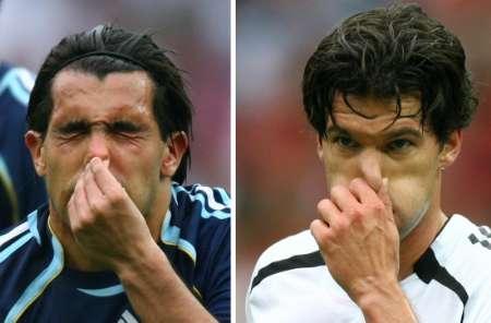 图文:德国5-3胜阿根廷 巴拉克模仿秀