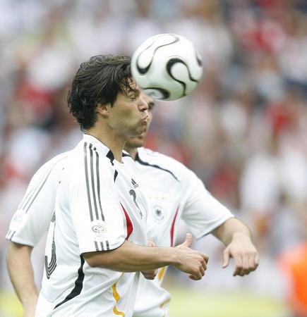 图文:德国5-3胜阿根廷 巴拉克在比赛中