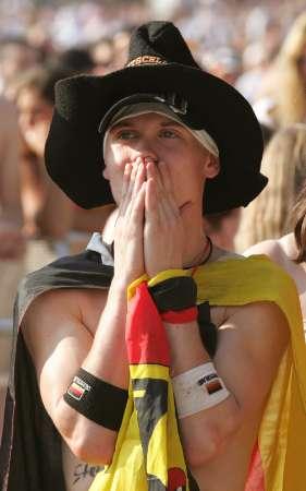 图文:德国5-3胜阿根廷 德国球迷表情慌张