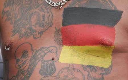 图文:德国5-3胜阿根廷 德国球迷的文身文化