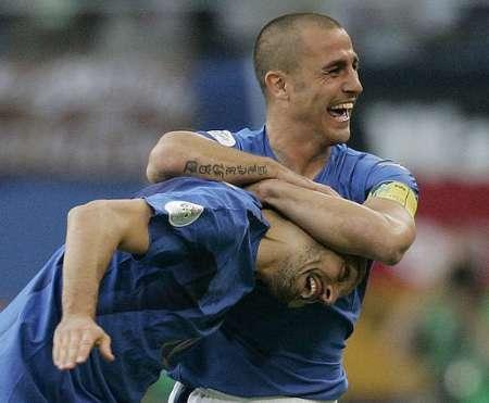 图文:意大利VS乌克兰 赞布罗塔与卡纳瓦罗庆祝
