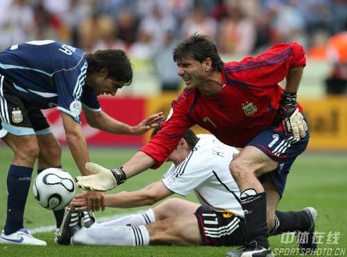 图文:德国5-3阿根廷 阿门将阿邦丹切利受伤
