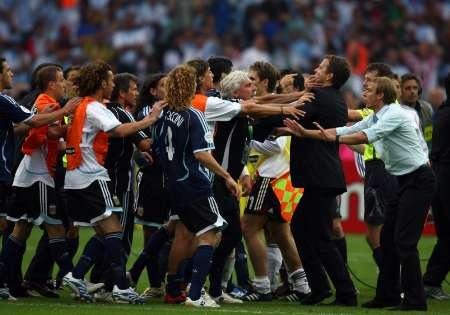 组图:德国5-3阿根廷 赛后场上出现骚乱