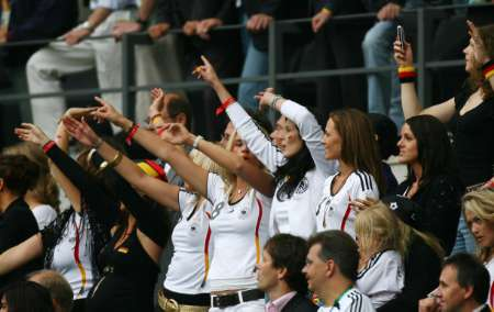 组图:德国5-3阿根廷 德国队员太太团