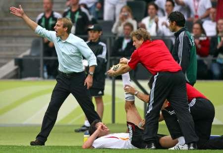 组图:德国5-3阿根廷 巴拉克场边疗伤