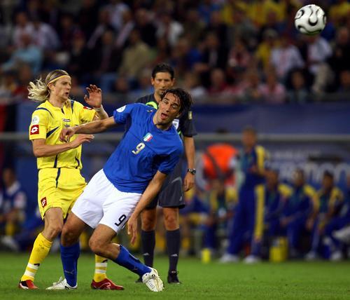 """图文:意大利3-0乌克兰 托尼场上""""摆酷"""""""