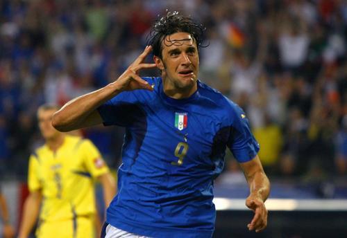 组图:意大利3-0乌克兰 意大利队员庆祝晋级