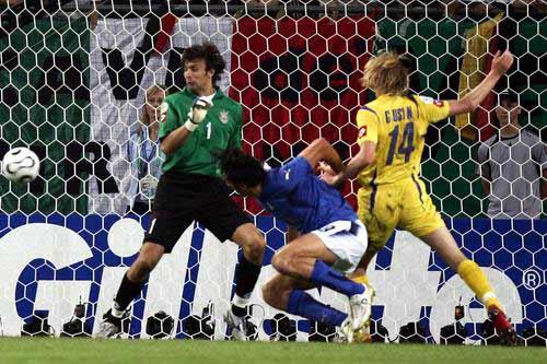 图文:意大利3-0乌克兰 托尼进球分解