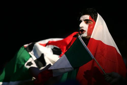 7月1日最佳图片:意大利球迷百态看球
