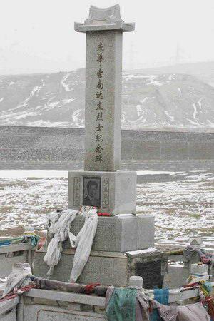 图文:英雄纪念碑