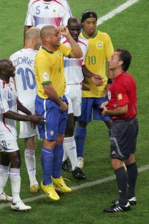 组图:巴西VS法国 罗纳尔多被出示黄牌