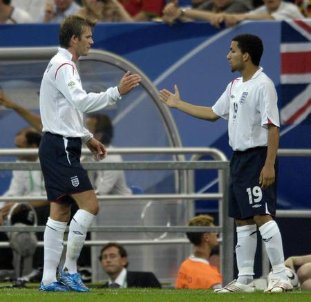 图文:英格兰1-3葡萄牙 贝克汉姆受伤下场