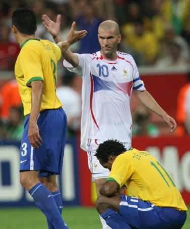 图文:巴西0-1法国 齐达内告别卢西奥
