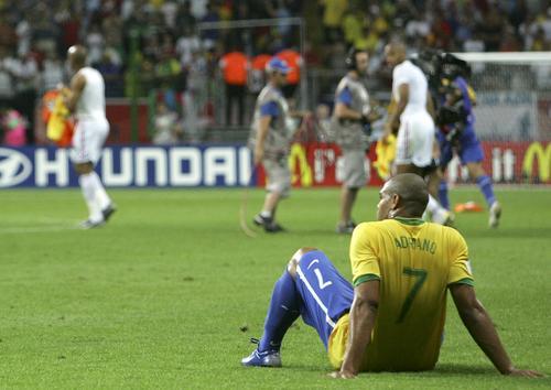 组图:巴西0-1法国 巴西球员遗憾离开世界杯