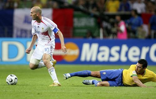 组图:巴西0-1法国 齐达内场上风采瞬间