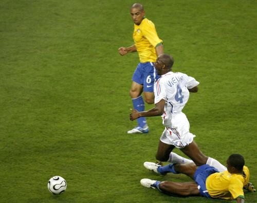 组图:巴西0-1法国 巴西球员最后的挣扎