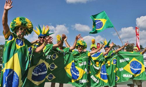 7月1日最佳图片:巴西球迷赛前热情高涨