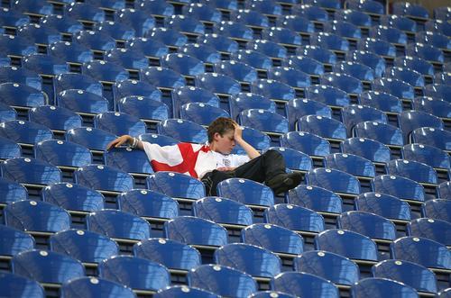7月1日最佳图片:英格兰小球迷在座位上