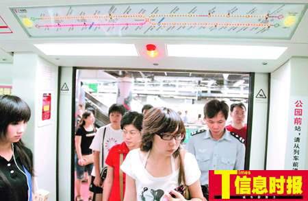 广州地铁新车启用 车门安装电子动态地图(图)