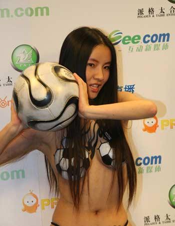 海容天天的人体足球艺术