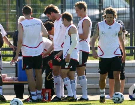 图文:德国备战世界杯半决赛 弗林斯将缺阵