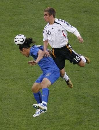 图文:德国VS意大利 拉姆的积极拼抢