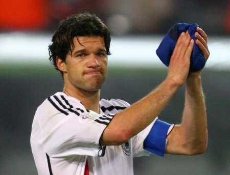 组图:德国0-2意大利 巴拉克感谢球迷