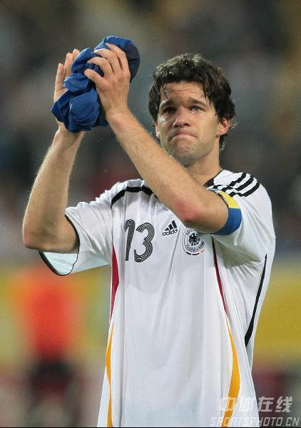 组图:德国0-2意大利 巴拉克挥泪与冠军告别