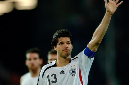 资料图片2:德国0-2意大利 巴拉克赛后感谢观众